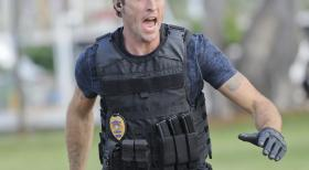 Hawaii Five-0 - Ermittelt in einem neuen Fall: Steve (Alex O'Loughlin) ...  TM &amp;   CBS Studios Inc. All Rights Reserved.