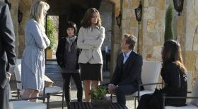 The Mentalist - Im Wein liegt die Wahrheit: Patrick (Simon Baker, 2.v.r.), Teresa (Robin Tunney, r.) Amy Barron (Diane Farr, l.), Gretchen Zahn (Carrie Wiita, 1.v.l.) und Eve Mulberry (Bonnie Somerville, M.) ...  Warner Bros. Television