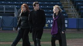 Unforgettable - Untersuchen einen neuen Mordfall: Carrie (Poppy Montgomery, l.), Joanne Webster (Jane Curtin, r.) und Al (Dylan Walsh, M.) ... © 2011 CBS Broadcasting Inc. All Rights Reserved.