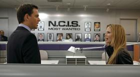 Ermitteln in einem neuen Fall: Tony (Michael Weatherly, l.) und NCIS Special Agent Erica Jane (Sarah Jane Morris, r.) ...  CBS Television