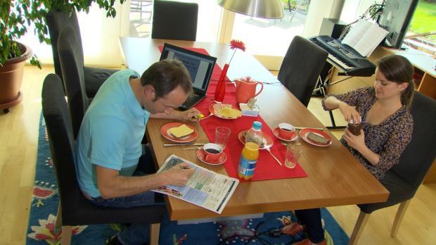 Architekt Bernd Schmidke (l.) ist verzweifelt - seine Frau Simone (r.) ist on...