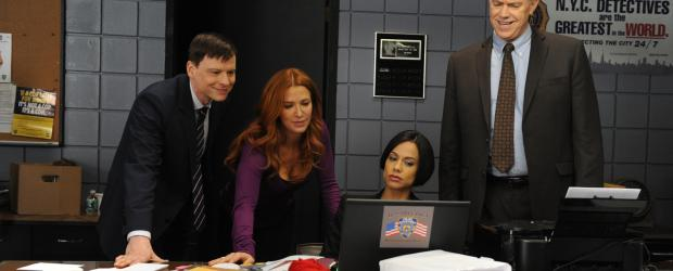 Ein neuer Fall beschäftigt Carrie (Poppy Montgomery, 2.v.l.), Nina (Daya Vaidya, 2.v.r.), Mike (Michael Gaston, r.) und Roe (Kevin Rankin, l.) ... © 2011 CBS Broadcasting Inc. All Rights Reserved.