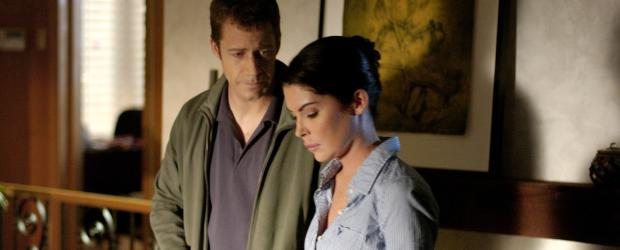 Wollen das Böse in ihrer direkten Nachbarschaft ausrotten, und geraten dabei in tödliche Gefahr: Col (Lara Flynn Boyle, r.) und Walker Kennedy (Colin Ferguson, l.) ... © CBS Studios International. All rights reserved.