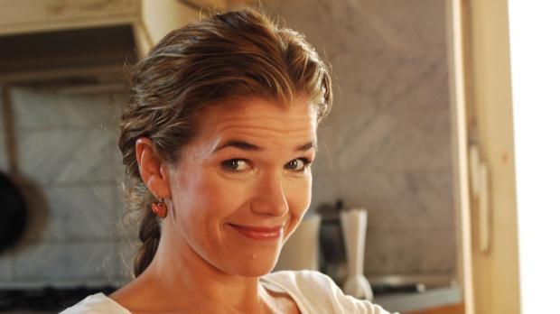 Anke Engelke als Pizzafahrerin Sybille © Martin Lässig Sat.1