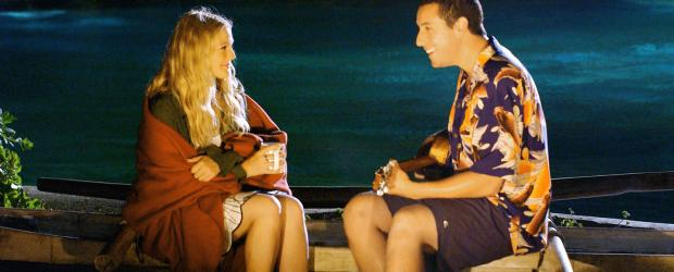 50 erste Dates - Obwohl auch Lucy (Drew Barrymore, l.) auf Henrys (Adam Sandler, r.) Charme anspringt, steht ihrer Romanze eine Kleinigkeit im Wege ...  Sony Pictures Television International. All Rights Reserved.