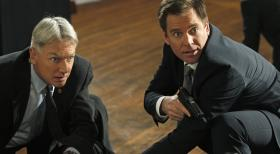 Navy CIS - Ermitteln in einem neuen Fall: Gibbs (Mark Harmon, l.) und Tony (Michael Weatherly, r.) ... © 2012 CBS Broadcasting Inc. All Rights Reserved.