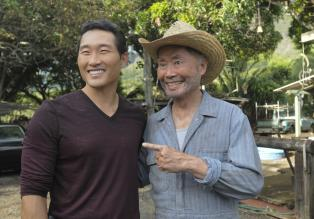 Hawaii Five-0 - Um einen neuen Fall zu lsen, sucht Chin (Daniel Dae Kim, l.) Hilfe bei seinem Onkel Choi (George Takei, r.) ...  2012 CBS Broadcasting, Inc. All Rights Reserved.