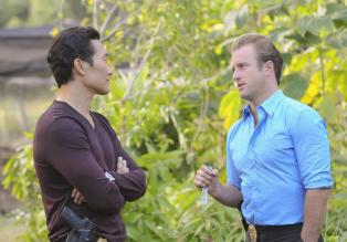 Hawaii Five-0 - Ein neuer Fall wartet auf Chin (Daniel Dae Kim, l.) und Danny (Scott Caan, r.) ... © 2012 CBS Broadcasting, Inc. All Rights Reserved.
