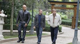 Navy CIS: L.A. - Callen (Chris O'Donnell, M) und Sam (LL Cool J, l.) ermitteln in einem neuen Fall und hoffen dabei auf Hilfe von James Cleary (Dan Lauria, r.). Doch wird er sie wirklich dabei untersttzen?  CBS Studios Inc. All Rights Reserved.
