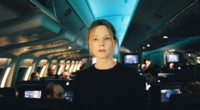Flightplan - Ohne jede Spur - Kyle Pratt (Jodie Foster) beschliet nach dem Tod ihres Mannes, mit ihrer Tochter Julia auszuwandern. Im Flieger, der sie in die USA bringen soll, laufen die Dinge schnell auer Kontrolle  ...  Touchstone Pictures.  All rights reserved