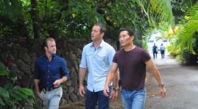 Ermitteln in einem neuen Mordfall: Steve (Alex O'Loughlin, M.), Danny (Scott Caan, l.) und Chin (Daniel Dae Kim, r.) ... © 2013 CBS BROADCASTING INC. All Rights Reserved.