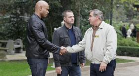 Navy CIS: L.A. - Versuchen gemeinsam einen Fall zu lösen: Callen (Chris O'Donnell, M.), Sam (LL Cool J, l.) und James Cleary (Dan Lauria, r.) ... © CBS Studios Inc. All Rights Reserved.