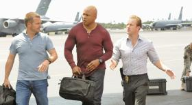Hawaii Five-0 - Ermitteln gemeinsam in einem neuen Fall: Callen (Chris O'Donnell, l.), Sam (LL Cool J, M.) und Danny (Scott Caan, r.) ... © TM &   CBS Studios Inc. All Rights Reserved.