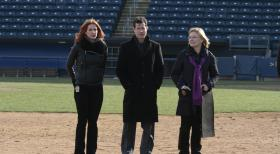 Unforgettable - Ein neuer Fall beschäftigt Carrie (Poppy Montgomery, l.), Joanne Webster (Jane Curtin, r.) und Al (Dylan Walsh, M.) ... © 2011 CBS Broadcasting Inc. All Rights Reserved.