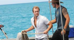Hawaii Five-0 - Ein Angelausflug mit verheerenden Folgen: Steve (Alex O'Loughlin, r.) und Danny (Scott Caan, l.) ... © 2012 CBS Broadcasting, Inc. All Rights Reserved.