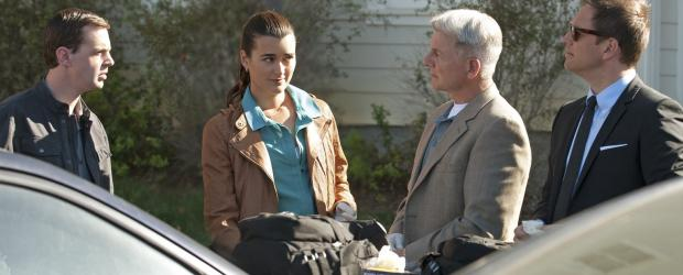 Navy CIS - Ein neuer Fall beschäftigt McGee (Sean Murray, l.), Ziva (Cote de Pablo, 2.v.l.), Gibbs (Mark Harmon, 2.v.r.) und Tony (Michael Weatherly, r.) ... © 2012 CBS Broadcasting Inc. All Rights Reserved.