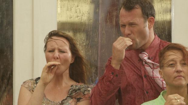 Raucher treffen sich mittlerweile immer häufiger vor Büros, Lokalen oder Kino...