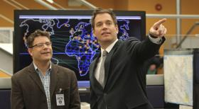 Navy CIS - Versuchen, einen Fall aufzudecken: Tyler Elliott (Sean Astin, l.) und Tony (Michael Weatherly, r.) ... © 2012 CBS Broadcasting Inc. All Rights Reserved.