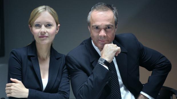 In einem außergewöhnlichen Fall duellieren sich Anwältin Maria Schwadorf (Ste...