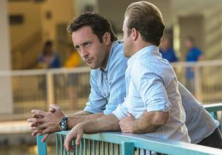 Hawaii Five-0 - Ermitteln in einem neuen Fall: Steve (Alex O'Loughlin, l.) und Danny (Scott Caan, r.) ... © 2013 CBS Broadcasting, Inc. All Rights Reserved.