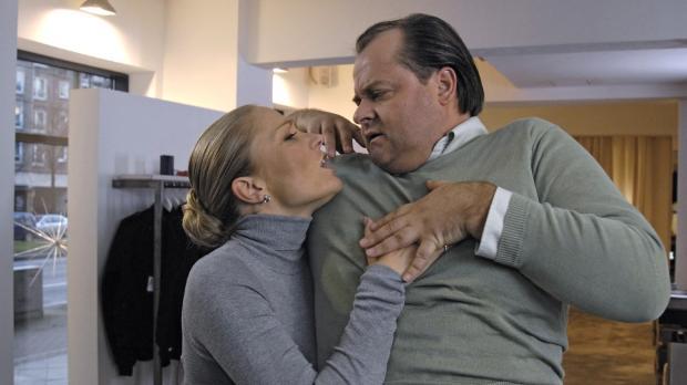 Wenn Janine (l.) einen flauschigen Männer-Pullover aus Kaschmir sieht, muss s...