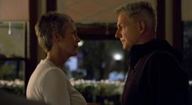 Navy CIS - Was läuft zwischen Gibbs (Mark Harmon, r.) und Dr. Samantha Ryan (Jamie Lee Curtis, l.)? © 2012 CBS Broadcasting Inc. All Rights Reserved.