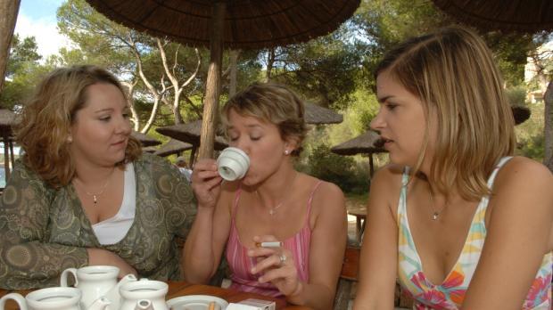 Die beiden Freundinnen (Mackie Heilmann, l.; Judith Döker, r.) haben lange au...