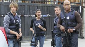 Navy CIS: L.A. - Ein neuer Fall wartet auf Callen (Chris O'Donnell, 2.v.r.), Sam (LL Cool J, r.), Deeks (Eric Christian Olsen, l.) und Kensi (Daniele Ruah, 2.v.l.) ... © CBS Studios Inc. All Rights Reserved.