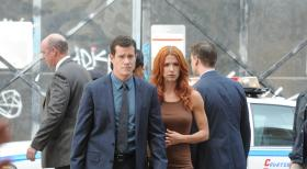 Unforgettable - Untersuchen den Tod des Börsenmaklers Peter Forrest.): Carrie (Poppy Montgomery, r.) und Al (Dylan Walsh, l.) ... © Sony Pictures Television Inc. All Rights Reserved.