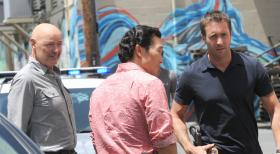 Hawaii Five-0 - Ermitteln in einem neuen Fall: Steve (Alex O'Loughlin, r.), Chin (Daniel Dae Kim, M.) und Joe (Terry O'Quinn, l.) ... © TM &   CBS Studios Inc. All Rights Reserved.