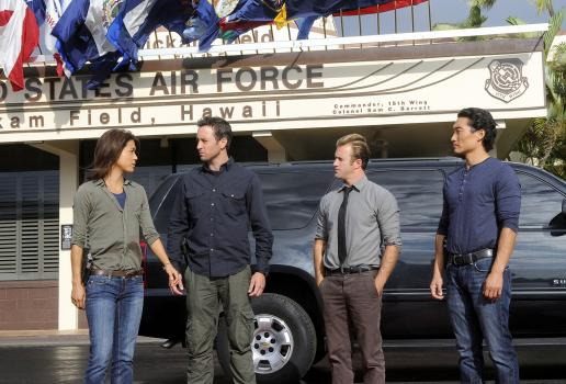 Ein neuer Fall wartet auf Steve (Alex O'Loughlin, 2.v.l.), Danny (Scott Caan, 2.v.r.), Chin (Daniel Dae Kim, r.) und Kono (Grace Park, l.) ... © TM &   2010 CBS Studios Inc. All Rights Reserved.