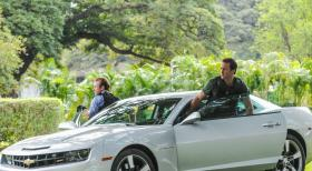 Hawaii Five-0 - Müssen einen neuen Mordfall aufklären: Steve (Alex O'Loughlin, r.) und Danny (Scott Caan, l.) ... © 2013 CBS Broadcasting, Inc. All Rights Reserved.