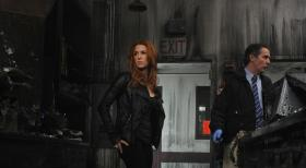 Unforgettable - Untersucht, einen neuen Mordfall: Carrie (Poppy Montgomery, l.) ... © 2011 CBS Broadcasting Inc. All Rights Reserved.