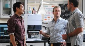 Hawaii Five-0 - Ermitteln in einem neuen Mordfall: Steve (Alex O'Loughlin, r.), Danny (Scott Caan, M.) und Chin (Daniel Dae Kim, l.) ... © 2012 CBS Broadcasting, Inc. All Rights Reserved.