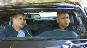 Navy CIS: L.A. - Ein neuer Fall wartet auf Callen (Chris O'Donnell, l.) und Sam (LL Cool J, r.) ... © CBS Studios Inc. All Rights Reserved.