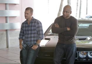 Navy CIS: L.A. - Ermitteln in einem neuen Fall: Callen (Chris O'Donnell, l.) und Sam (LL Cool J, r.) ... © CBS Studios Inc. All Rights Reserved.