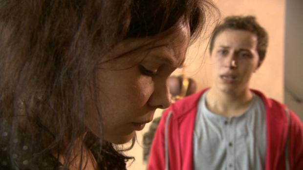 Im Haus ihres Chefs ertappt Anna Brendel (l.) drei Einbrecher auf frischer Ta...