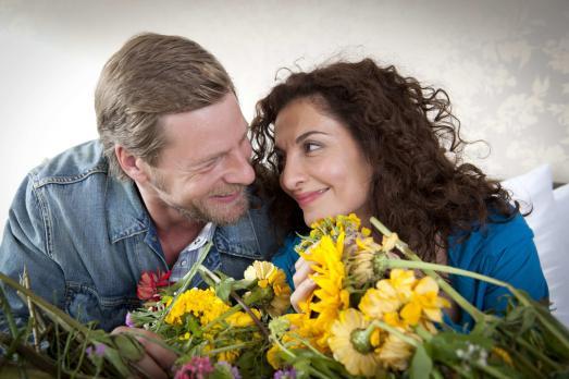 Der letzte Bulle - Mick (Henning Baum, l.) ist überglücklich, dass Tanja (Pro...