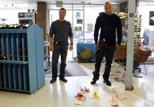 Ermitteln in einem neuen Fall: Callen (Chris O'Donnell, l.) und Sam (LL Cool J, r.) ... © CBS Studios Inc. All Rights Reserved.