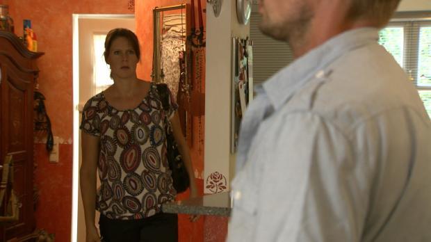 Ines Röber (l.) erwischt ihren Mann Ben (r.) in flagranti mit einer Jüngeren...