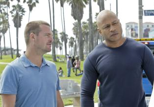 Navy CIS: L.A. - Ein neuer Fall beschäftigt Callen (Chris O'Donnell, l.) und Sam (LL Cool J, r.) ... © CBS Studios Inc. All Rights Reserved.